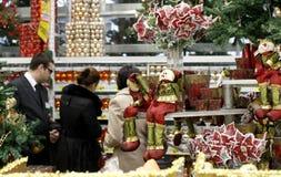 圣诞节装饰购物 免版税库存照片