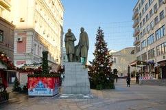 圣诞节装饰Kamergersky车道,莫斯科,俄罗斯 免版税图库摄影