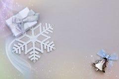 圣诞节设置了与礼物雪花和圣诞树玩具 库存图片