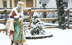 圣诞节诞生场面,在的降雪三个圣人 免版税库存照片