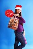 圣诞节购物微笑的妇女 免版税图库摄影