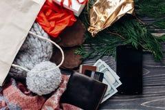 圣诞节购物概念 大销售额 季节性土气背景 库存图片
