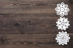 圣诞节边界-与雪花的木背景 库存照片