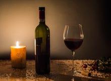 圣诞节酒和火 免版税图库摄影