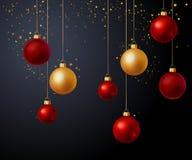 圣诞节金子和红色球在黑背景 库存照片