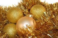 圣诞节金装饰品 免版税图库摄影