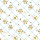 圣诞节金雪花无缝的样式 在蓝色和白色菱形背景的金黄雪花 冬天雪纹理 向量例证