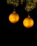 圣诞节金黄装饰品对 免版税库存图片