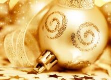 圣诞节金黄装饰品结构树 图库摄影