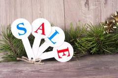 圣诞节销售购物 充分红色雪撬礼物盒 免版税库存图片