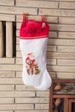 圣诞节长袜在壁炉名为南希 库存照片
