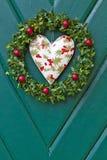 圣诞节门绿色木花圈 图库摄影