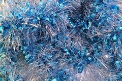 圣诞节闪亮金属片蓝色背景  库存照片