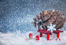 圣诞节闪烁背景,减速火箭的玩具雪撬 库存图片