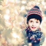 圣诞节闪烁闪闪发光背景的儿童男孩 免版税图库摄影