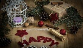 圣诞节问候,铅笔,在木背景的一张明信片 免版税图库摄影