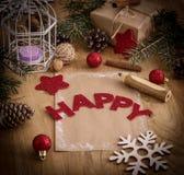 圣诞节问候,铅笔,在木背景的一张明信片 免版税库存图片