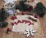 圣诞节问候,铅笔,在木背景的一张明信片 库存图片
