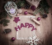 圣诞节问候,铅笔,在木背景的一张明信片 免版税库存照片