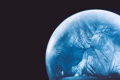 圣诞节雪地球雪花 免版税图库摄影