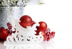 圣诞节雪橇红色装饰品 免版税库存照片