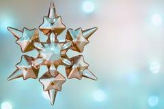圣诞节雪花水晶蓝色抽象背景 库存照片