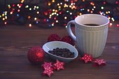 圣诞节静物画用咖啡和装饰品 库存照片