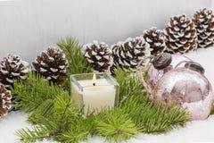 圣诞节静物画有灼烧的蜡烛 图库摄影