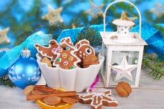 圣诞节静物画用姜饼曲奇饼 免版税库存图片