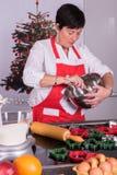 圣诞节面包店的准备在厨房里 库存图片