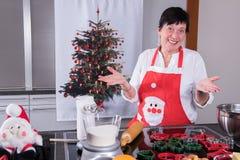 圣诞节面包店的准备在厨房里 免版税库存照片