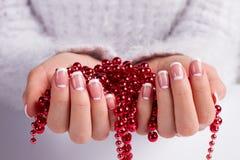 圣诞节项链 柔和的月球修指甲 免版税图库摄影