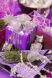 圣诞节颜色装饰紫色表 免版税库存图片