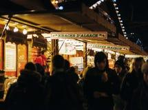 圣诞节食物市场摊位在圣诞节市场上 图库摄影