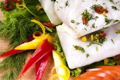圣诞节食物新鲜的圆白菜充塞用红色果子 免版税库存图片