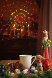 圣诞节饮料用巧克力自创曲奇饼 免版税库存照片
