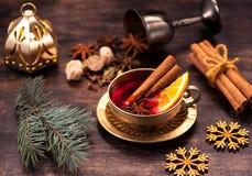 圣诞节饮料被仔细考虑的酒 图库摄影