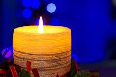 圣诞节黄色蜡烛 免版税库存图片