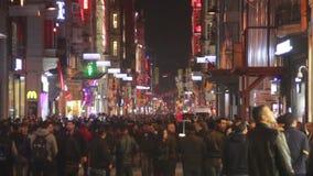 圣诞节,人们拥挤了,伊斯坦布尔istiklal街道,土耳其12月2016年, 股票录像