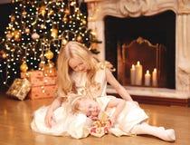 圣诞节,庆祝,假日, xmas概念-小女孩 免版税库存照片