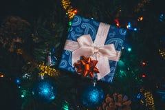 圣诞节,新年当前礼物盒顶视图 免版税库存照片