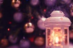 圣诞节,有一个蜡烛的新年灯笼 图库摄影