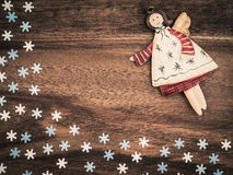 圣诞节,纸雪花,天使,背景木头,拷贝空间 免版税库存图片
