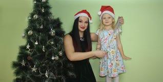 圣诞节 丢弃系列 女孩和女孩微笑 免版税库存照片