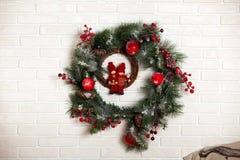 圣诞节经典花圈 免版税库存照片