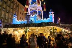 圣诞节2016年在德国,在市场上的人们 库存照片