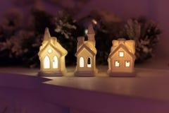 圣诞节以房子的形式蜡烛台 库存图片