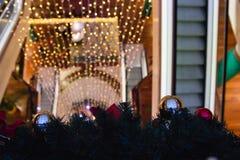 圣诞节购物中心购物结构树 免版税图库摄影