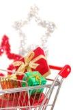 圣诞节购物的侧视图 免版税库存图片