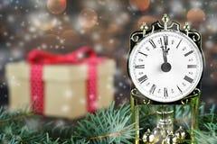 圣诞节读秒:午夜时钟 免版税图库摄影